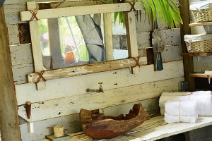 Mauritius Otentic eco tent sink made with old recycled